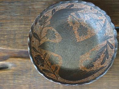 200228鹿児島掻き落し丸皿