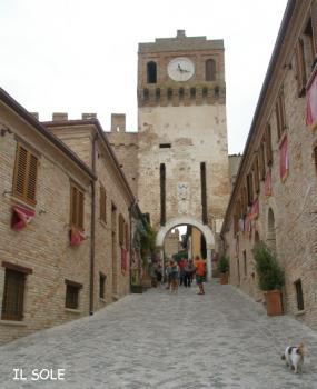 お城へ向かう道
