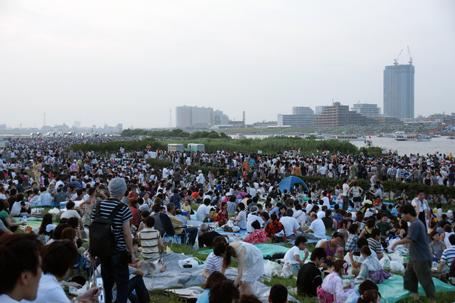 江戸川花火大会の人ごみ