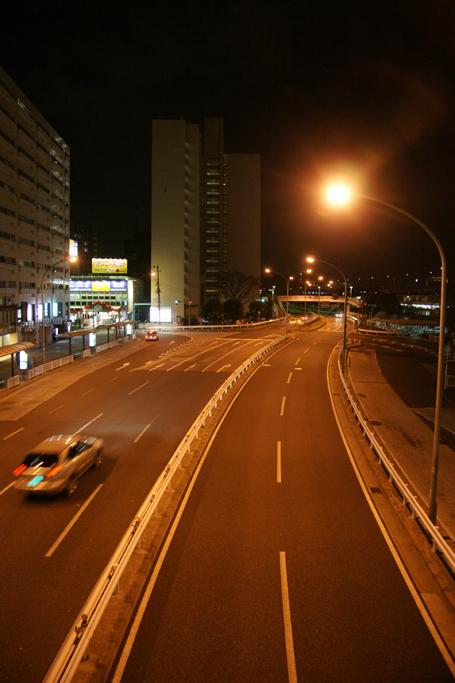 夜の磯子駅