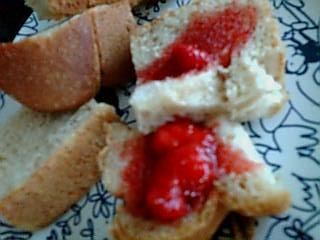 イチゴジャム&黒糖パン