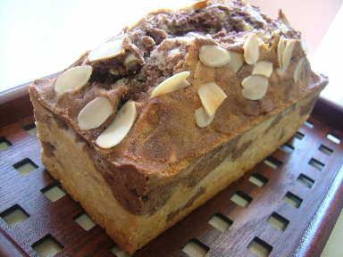 バナナの入ったチョコマーブルバターケーキ