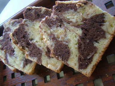 バナナの入ったチョコマーブルバターケーキcut