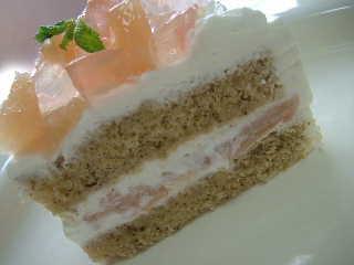 桃と紅茶のケーキcut
