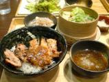 野菜のせいろ蒸しと炭火焼き鶏の青唐みそ丼(小)