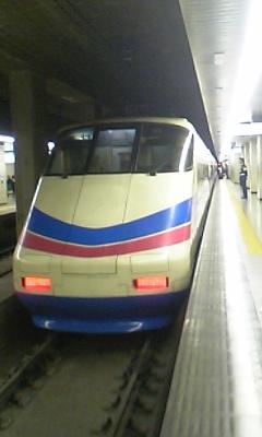 上野駅で撮ると朝だか夜だかわからんね