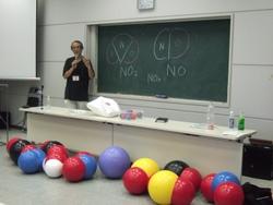 松野先生と分子模型たち