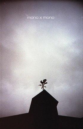 某公園の施設の屋根にある風見鶏