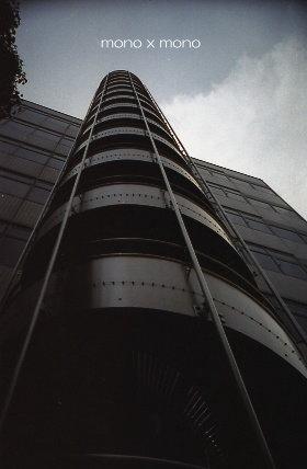 銀色の螺旋階段は、まるで空まで届くようどこまでもどこまでも、昇ってゆけそうだ