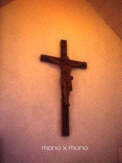 教会の礼拝堂に祭られたキリスト像