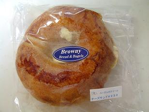 ブラウニー シナモンベーグルのクリームチーズサンド1