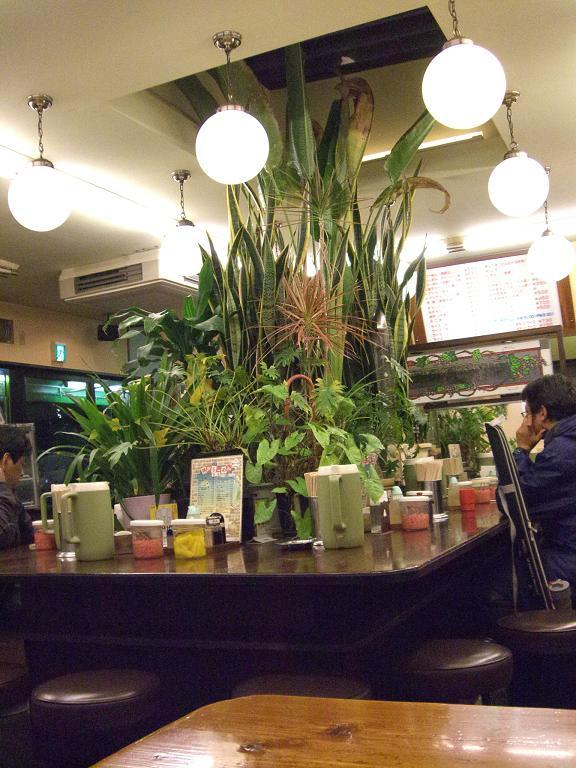 神戸ラーメン店内
