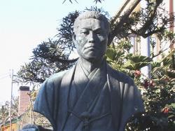 龍源寺・近藤勇銅像アップ