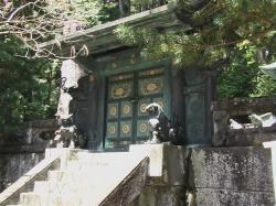 奥宮、鋳抜門