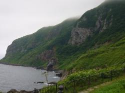 大鼻崎、寒川方面に続く崖