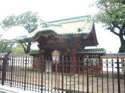 厳有院霊廟勅額門