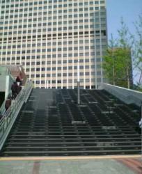 霞が関コモンゲート前の大階段