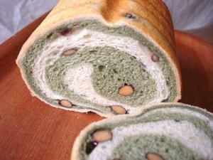 黒豆よもぎパン