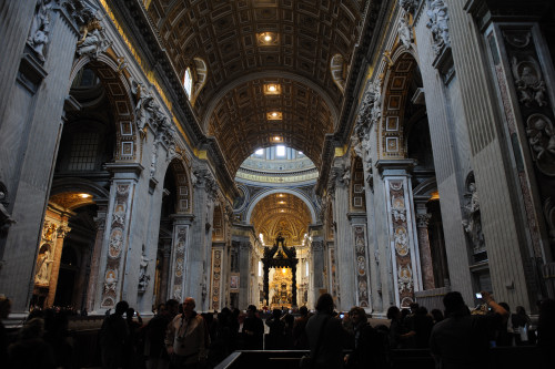 サン・ピエトロ大聖堂の内部1