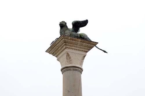 ライオンの彫刻