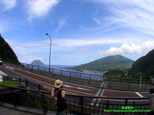 大坂トンネル展望台から望む八丈小島