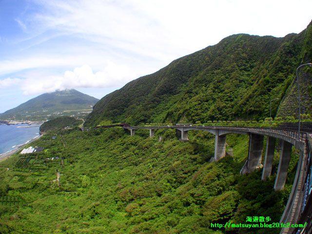大坂トンネル展望台から望む八丈富士
