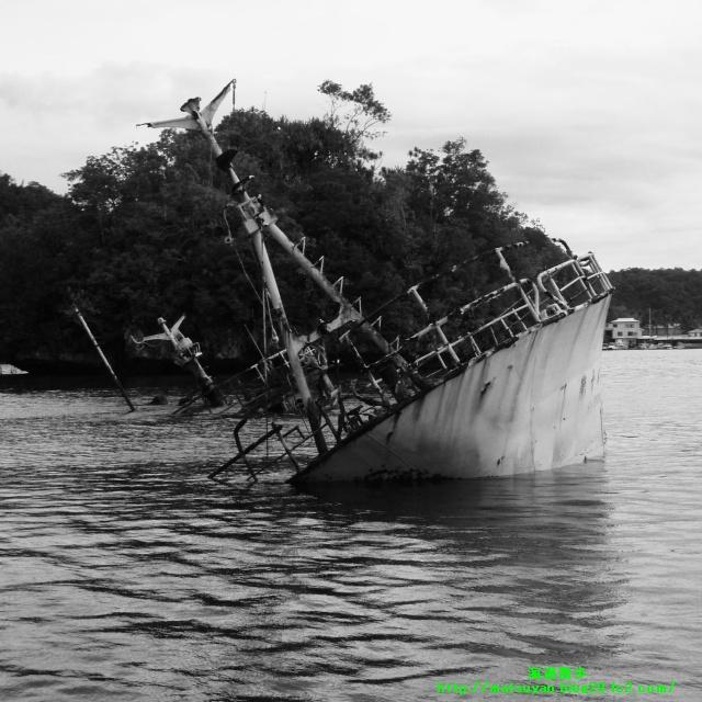 シャンデリアケーブ入り口の沈船