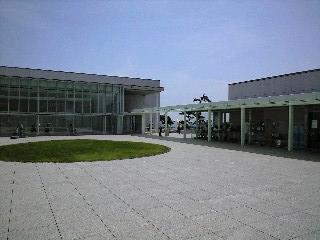 神奈川県立美術館 中庭