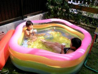 プールでアイス②