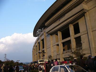 バードスタジアム。メインの外側