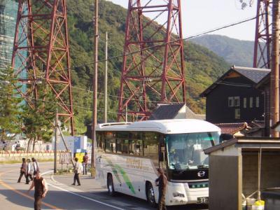 観光バス、来る