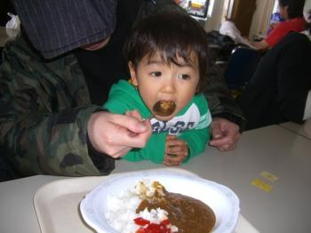 カレーを食べるKai君