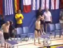 050923_両腕のない人の水泳