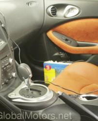 Z34のオレンジのシートとスウェードドアパネルやシフトノブの写真