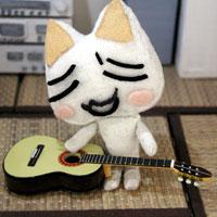 ギターを弾いてみるのニャ♪