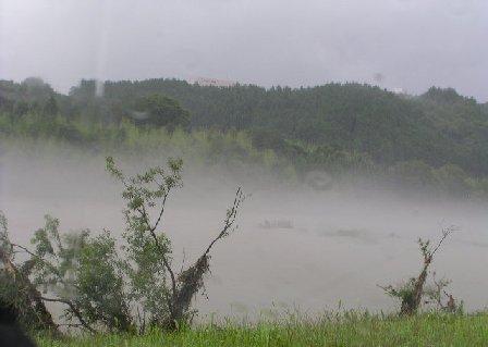 霧の由良川