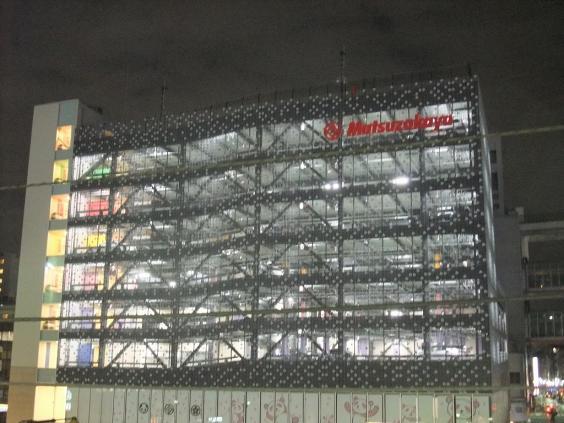 夜の上野松坂屋駐車場