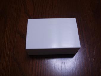 白い化粧箱