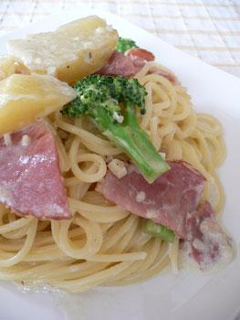 ポテトとブロッコリーのクリームソースパスタ