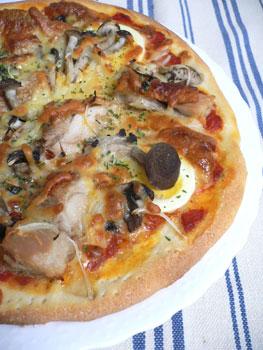 鶏親子と茸のピザ