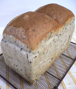 黒ゴマ食パン