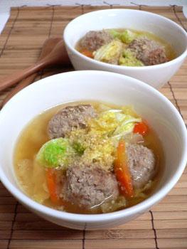 肉だんごの胡麻味噌スープ