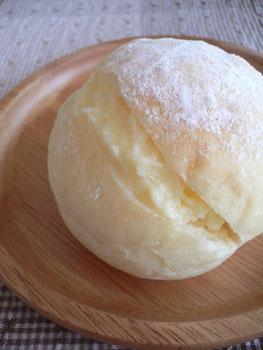 白パンのミルククリームサンド
