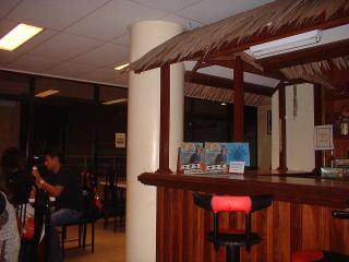 パラオ空港2階のレストラン
