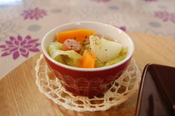 野菜とソーセージのスープ