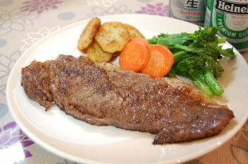 薄いケド…ステーキ