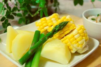 コーンとアスパラ(蒸し野菜)