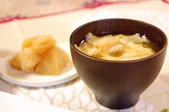 ジャガイモの煮物と湯葉のお味噌汁