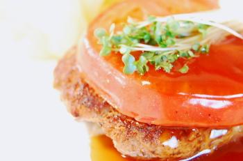 トマトの酸味と甘めのソースがウマイ!