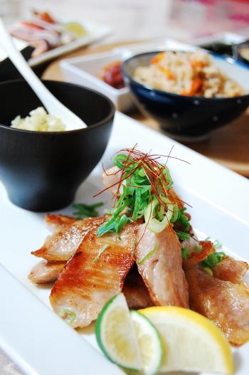 ネギ塩豚トロと炊き込みご飯na晩ゴハン